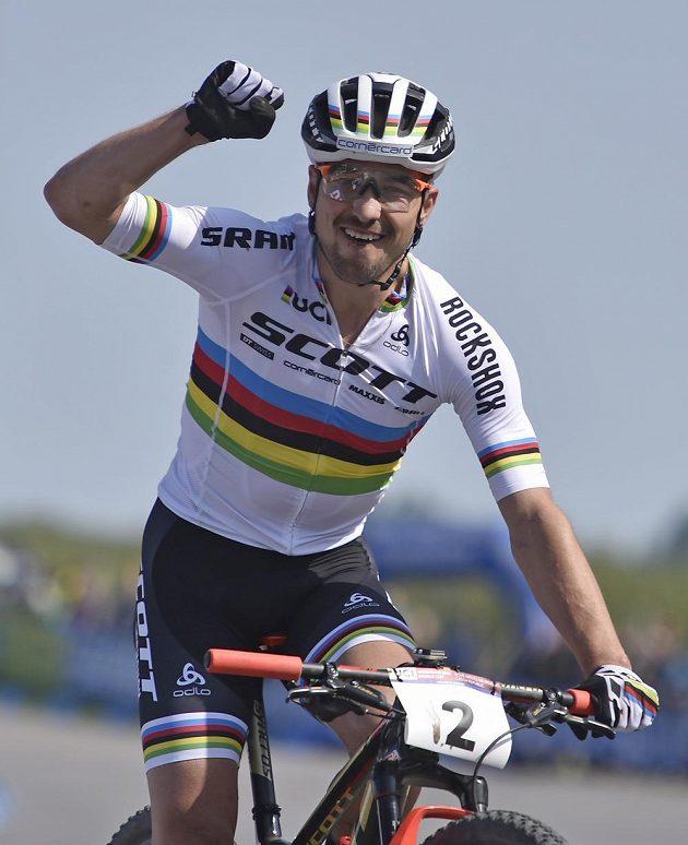 Švýcar Nino Schurter, vítěz závodu SP v Novém Městě.