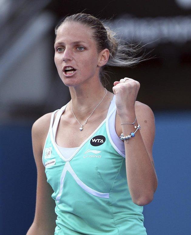 Radostné gesto Karolíny Plíškové na turnaji v Sydney.