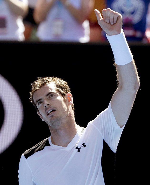 Brit Andy Murray se raduje z postupu do třetího kola Australian Open.