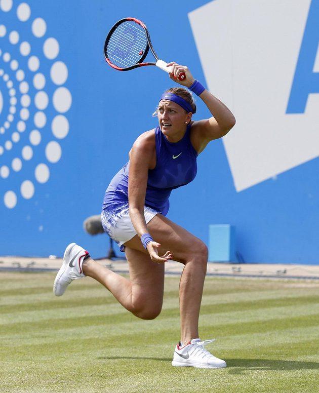 Petra Kvitová v akci proti Britce Naomi Broadyové.