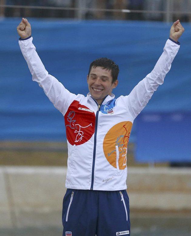 Kajakář Jiří Prskavec při medailovém ceremoniálu.
