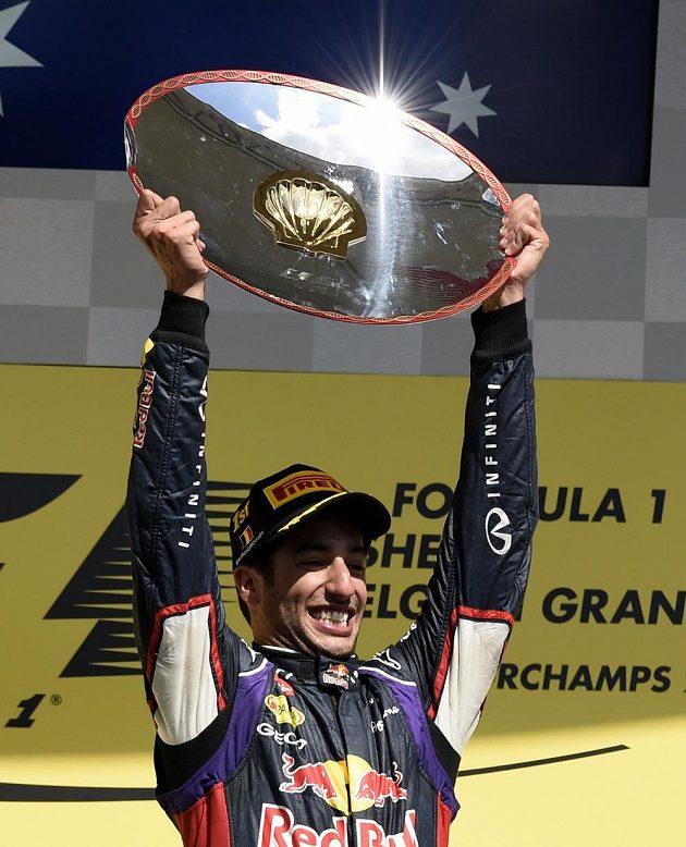 Australan Daniel Ricciardo ze stáje Red Bull slaví vítězství ve Velké ceně Belgie.