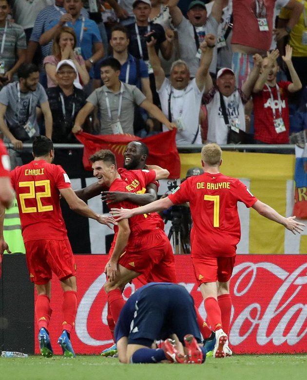 Obrovský úspěch belgických fotbalistů na MS ve fotbale. Postup do semifinále slaví na snímku Chadli, De Bruyne, Lukaku a Meunier.