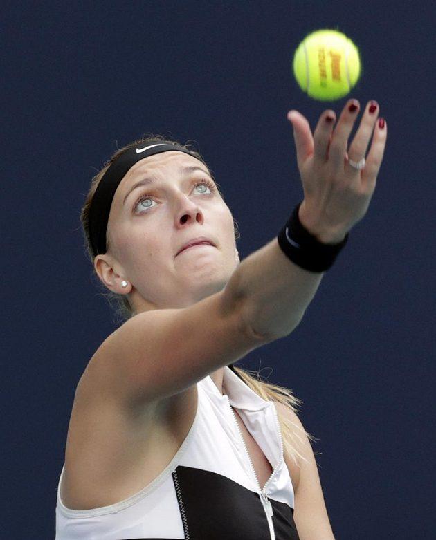 Tenistka Petra Kvitová zvládla úvodní zápas na neoblíbeném turnaji v Miami. Letošní finalistka Australian Open a vítězka ze Sydney porazila Marii Sakkariovou z Řecka 6:1, 6:4.