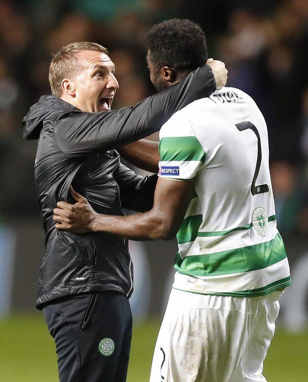 Trenér Celtiku Brendan Rodgers /vlevo) a obránce Kolo Touré se radují z cenné remízy s Manchesterem City.