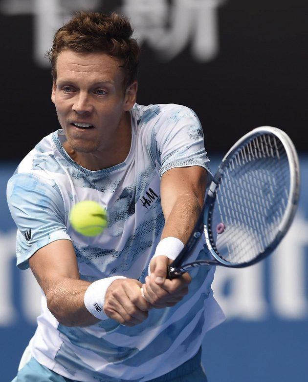 Český tenista Tomáš Berdych v utkání proti Rafaelu Nadalovi na Australian Open.