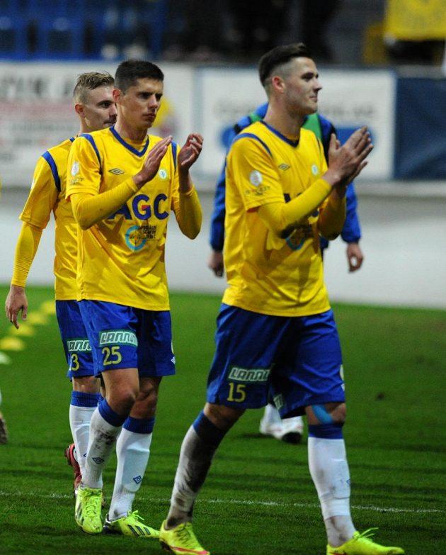 Tepličtí fotbalisté se radují z výhry nad Plzní. Zprava útočník Roman Potočný a maďarský záložník Benjámin Balázs.