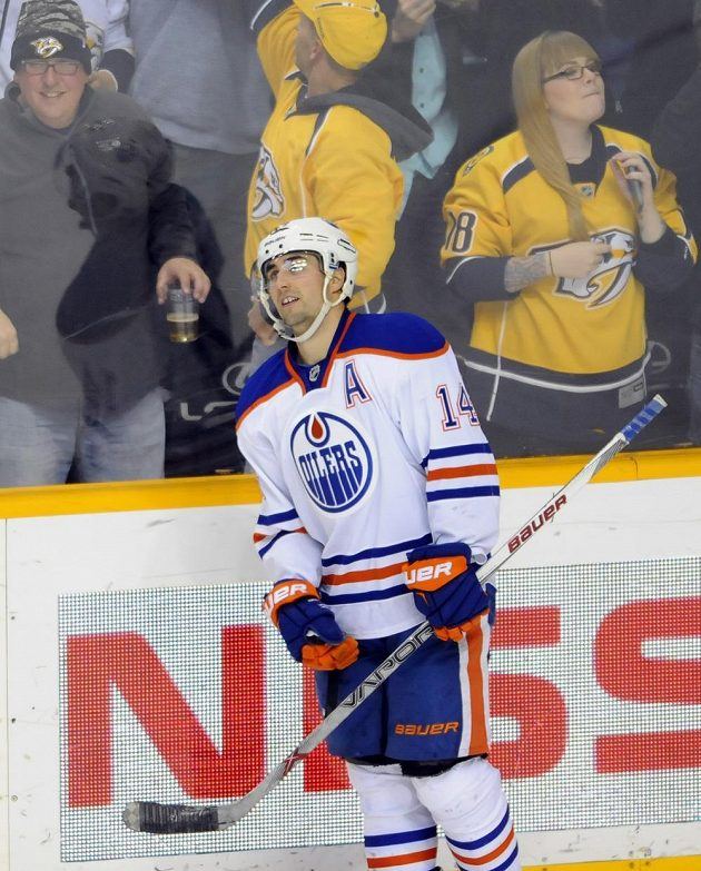 Jordan Eberle (14) nevyužil největší šanci Edmontonu v Nashvillu. Neproměnil ani trestné střílení a jeho tým vyšel gólově naprázdno.
