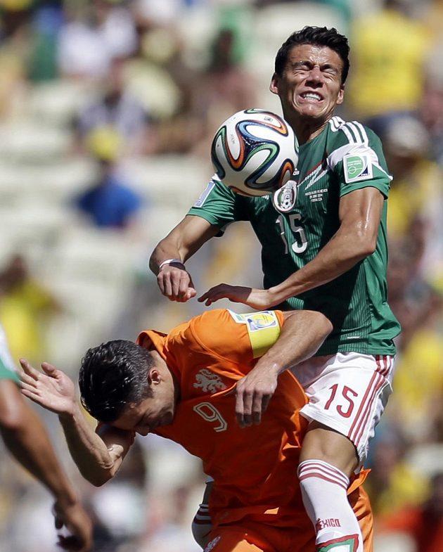 "Takhle si Hector Moreno ""osedlal"" Robina van Persieho."