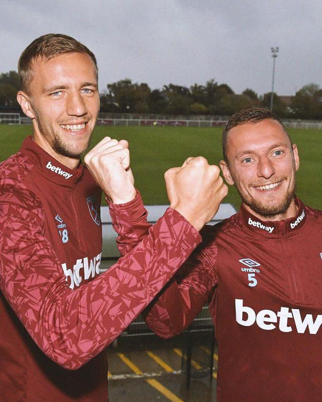 Tomáš Souček (vlevo) a Vladimír Coufal v barvách West Hamu.
