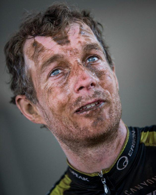 Kristián Hynek z Topeak Ergon po jedné z etap Cape Epic 2015.