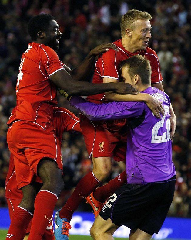 Fotbalisté Liverpoolu slaví v Ligovém poháru postup přes Middlesbrough.