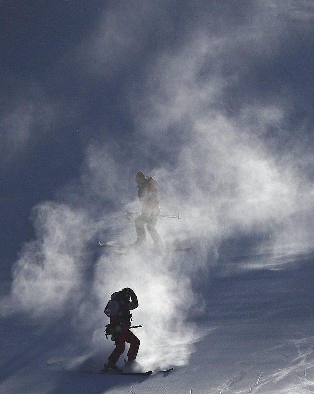 Kvůli silnému větru museli pořadatelé odložit na čtvrtek závod v obřím slalomu žen.