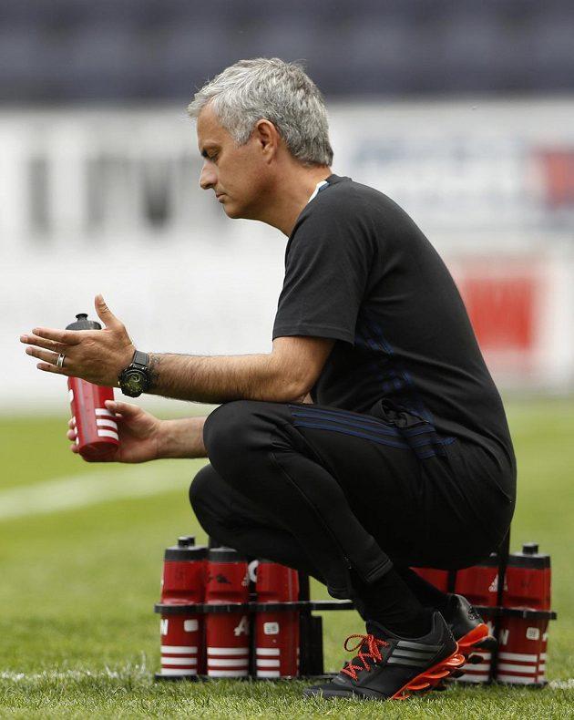 Trenér Manchesteru United José Mourinho během přípravného duelu s Wiganem.