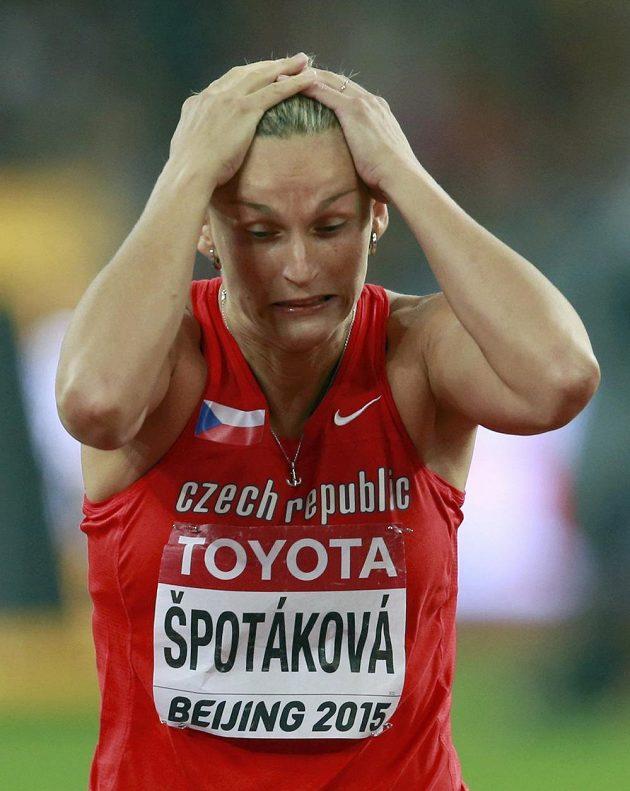 Výmluvná reakce Barbory Špotákové ve finále oštěpu na MS v Pekingu.