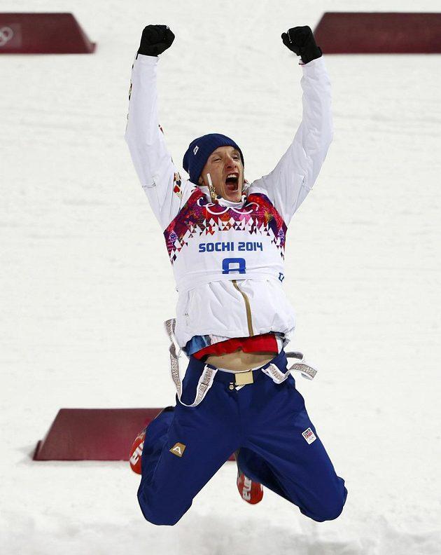 Obrovská radost ve tváři biatlonisty Ondřeje Moravce ze zisku stříbrné medaile na olympiádě v Soči.