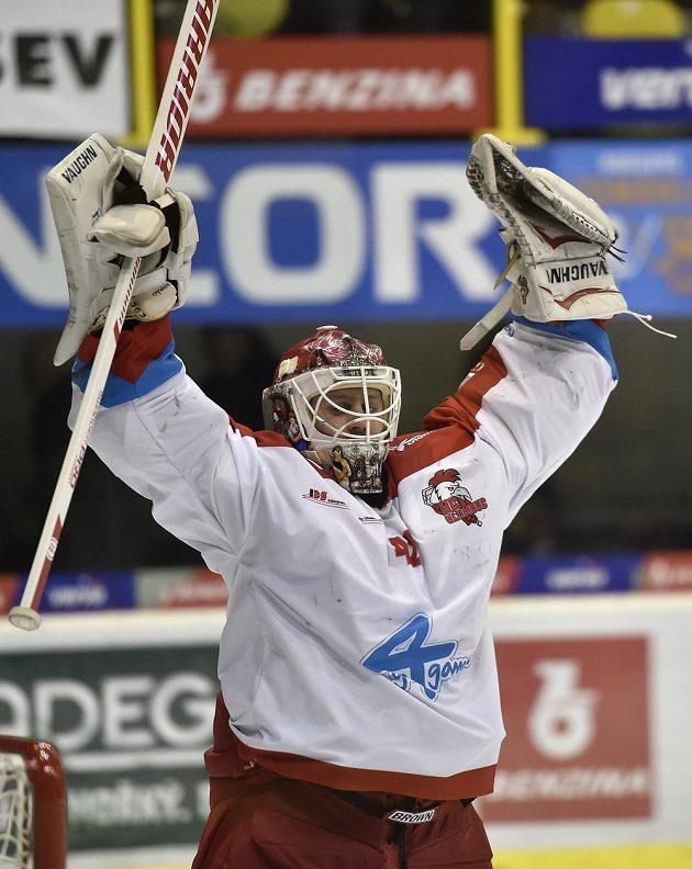Olomoucký brankář Branislav Konrád se raduje z vyhraného utkání.