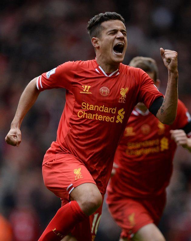 Philippe Coutinho z Liverpoolu oslavuje svoji vítěznou trefu oproti Manchesteru City.