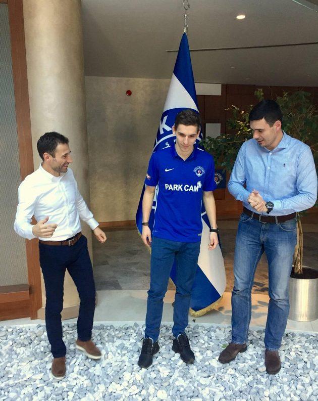 David Pavelka už si za asistence svého manažera Viktora Koláře (vlevo) zvyká v turecké Kasimpase.