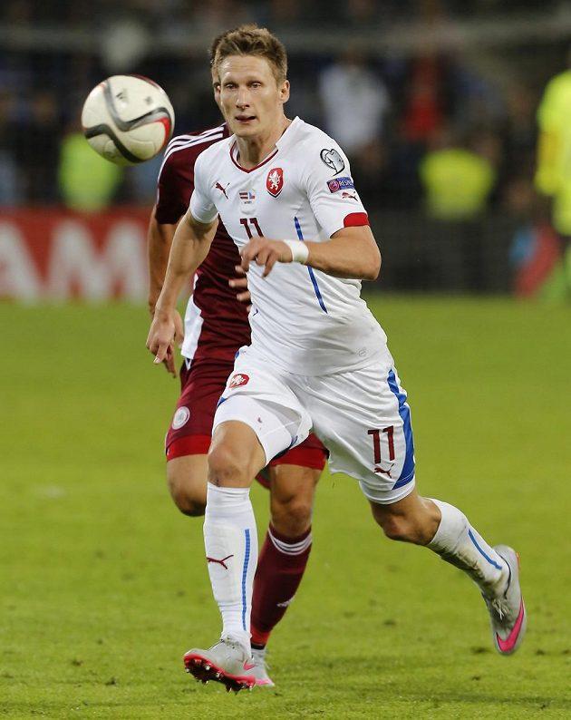 Milan Škoda v kvalifikačním utkání v Lotyšsku.