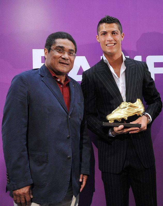 Hvězdy své doby. Eusébio s Cristianem Ronaldem.