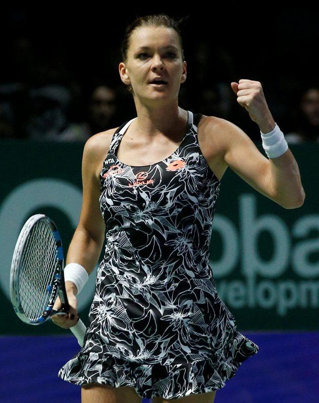 Polská tenistka Agnieszka Radwaňská se raduje z vítězství nad Karolínou Plíškovou a postupu do semifinále Turnaje mistryň.