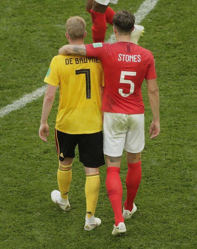 V sobotu protihráči, jinak parťáci z Manchesteru City, Kevin De Bruyne a John Stones po zápase o bronz, který nakonec slaví prvně jmenovaný.