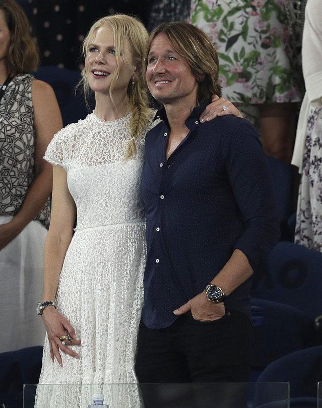 Na semifinále dorazily i celebrity. Australská herečka Nicole Kidmanová a její partner Keith Urban při zápase Petry Kvitové.