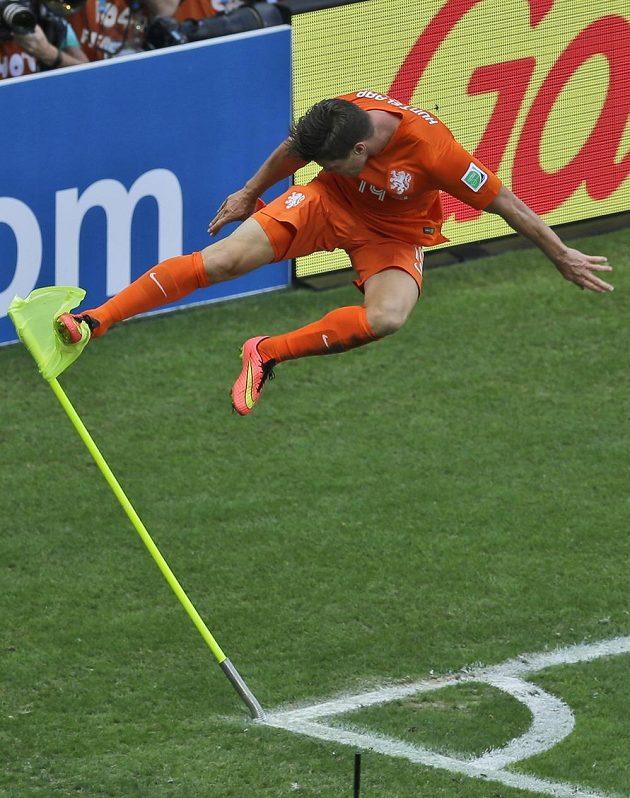 Nizozemec Klaas-Jan Huntelaar se raduje z proměněného pokutového kopu, kterým zařídil Tulipánům postup do čtvrtfinále MS.