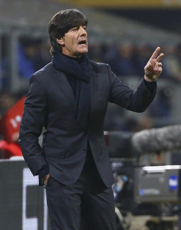 Trenér německé reprezentace Joachim Löw během utkání v Miláně.