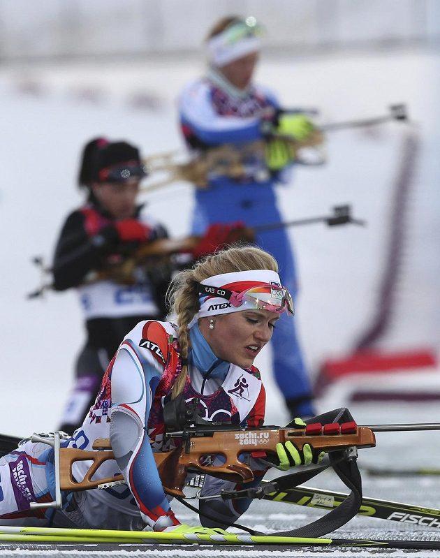 Gabriela Soukalová během vytrvalostního závodu na 15 km v Soči.