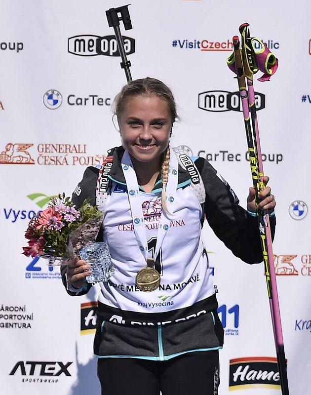 Česká reprezentantka Tereza Voborníková na stupních vítězů.