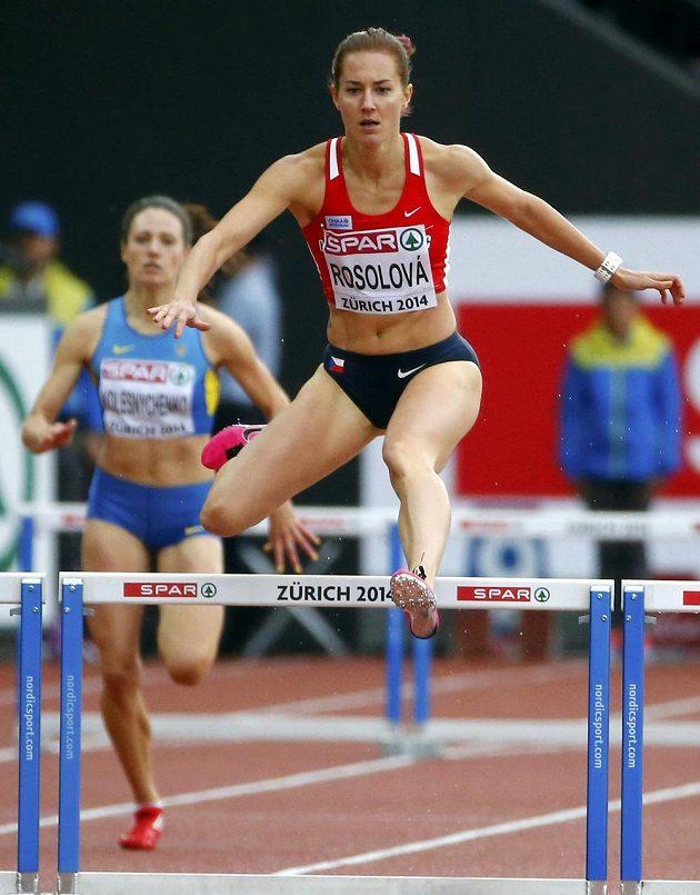 Denisa Rosolová během rozběhu závodu na 400 metrů překážek na mistrovství Evropy v Curychu.