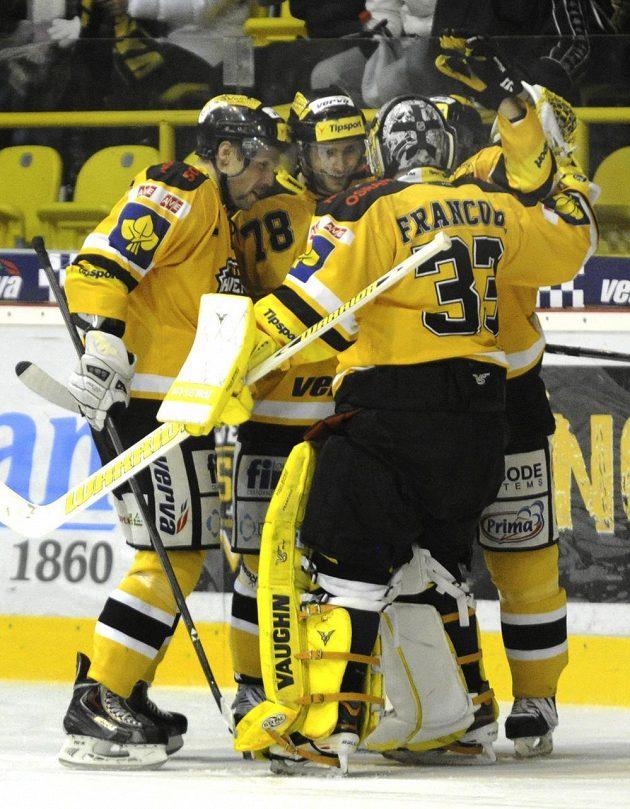 Hokejisté Litvínova se radují z výhry nad Slavií.