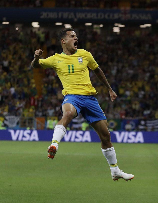 Brazilec Philippe Coutinho a jeho oslava lahůdkového gólu do sítě Švýcarska.