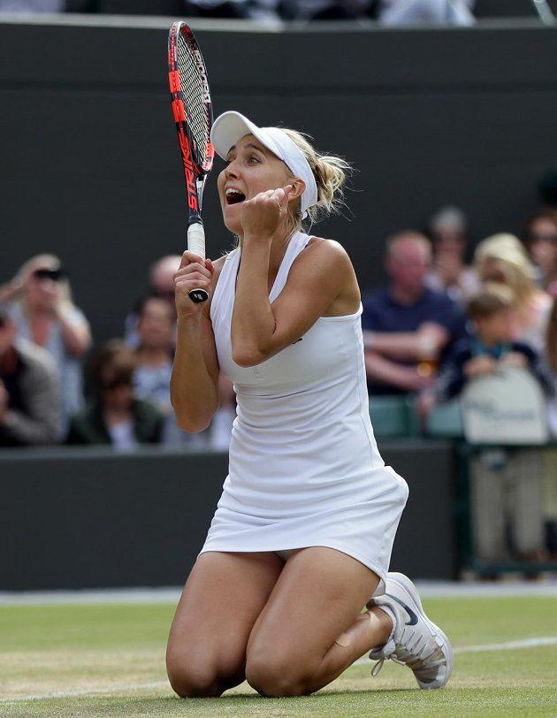 Jelena Vesninová poté, co ve čtvrtfinále Wimbledonu porazila Slovenku Dominiku Cibulkovou.