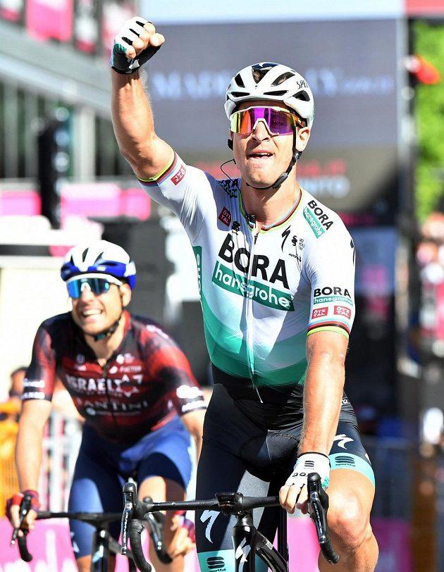Slovenský cyklista Peter Sagan vyhrál spurterský dojezd 10. etapy na Giru d'Italia.