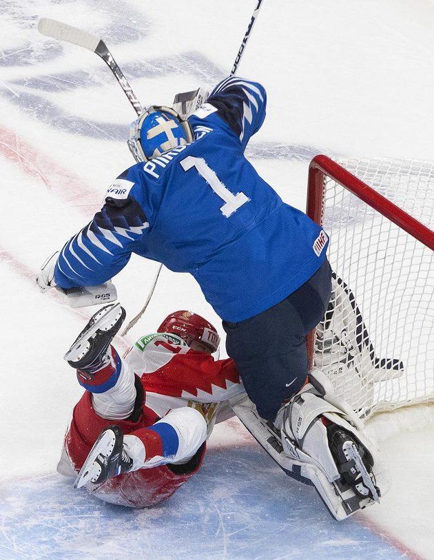 Finský gólman Kari Piiroinen a nečekaný tělocvik v utkání s Ruskem.