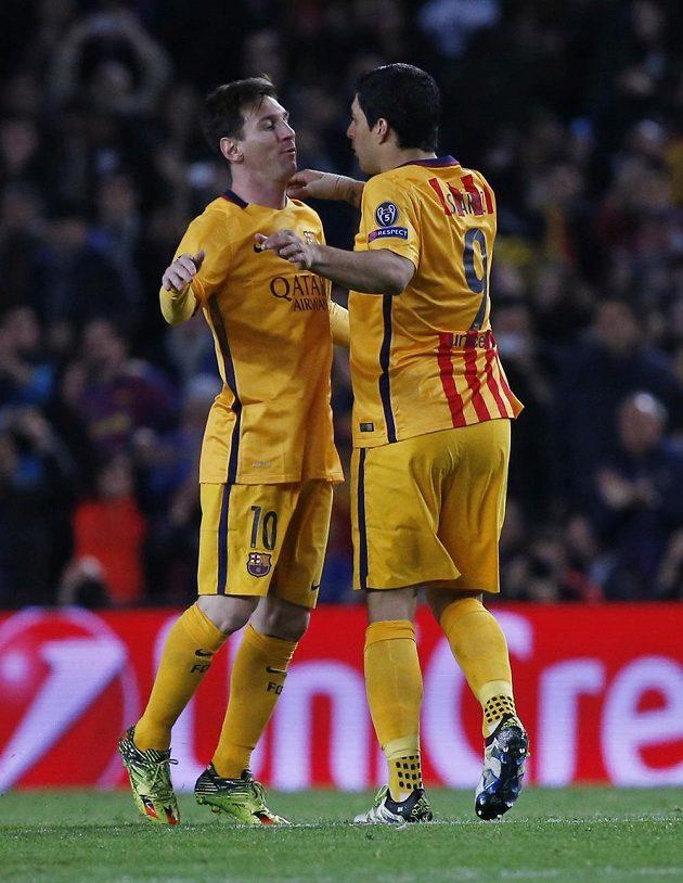 Autor prvního gólu Barcelony Luis Suárez (vpravo) a Lionel Messi v utkání s Atlétikem.