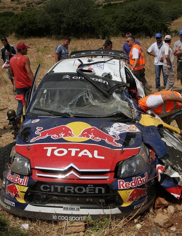 Sébastien Loeb a jeho zdemolovaná Xsara WRC při Akropolis rallye 2009.