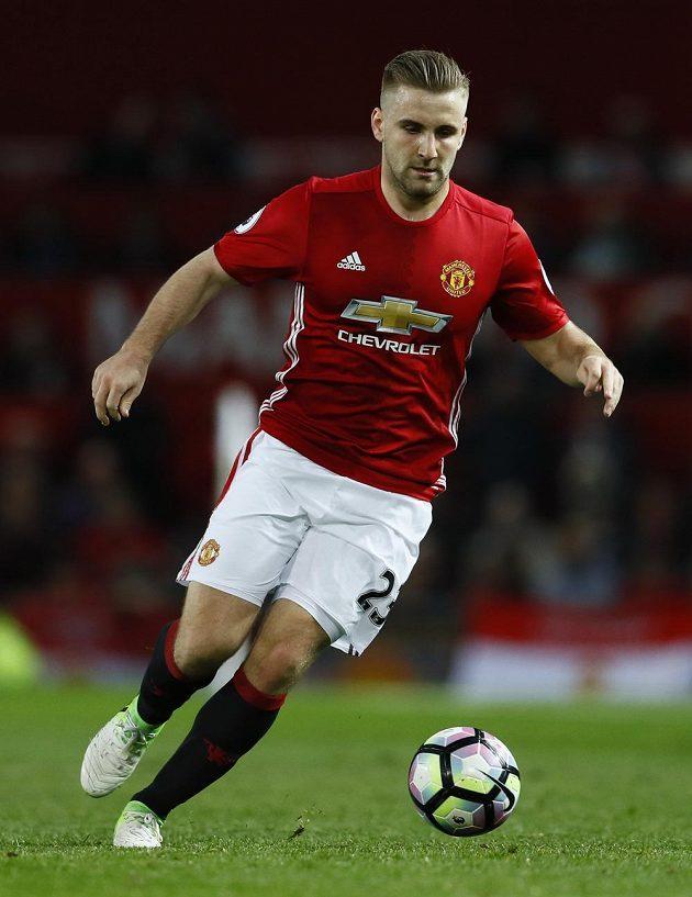 Obránce Manchesteru United Luke Shaw.