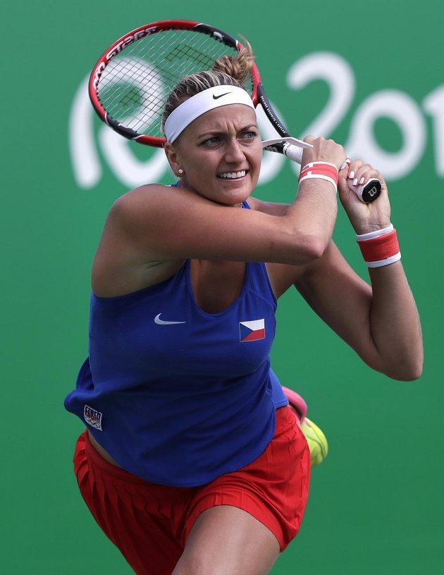 Soustředěná Petra Kvitová ve čtvrtfinálovém duelu olympijského turnaje proti Ukrajince Svitolinové.