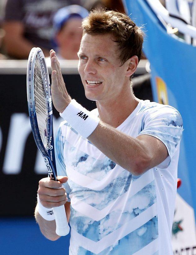 Český tenista Tomáš Berdych slaví vítězství nad Kolumbijcem Alejandrem Fallou.