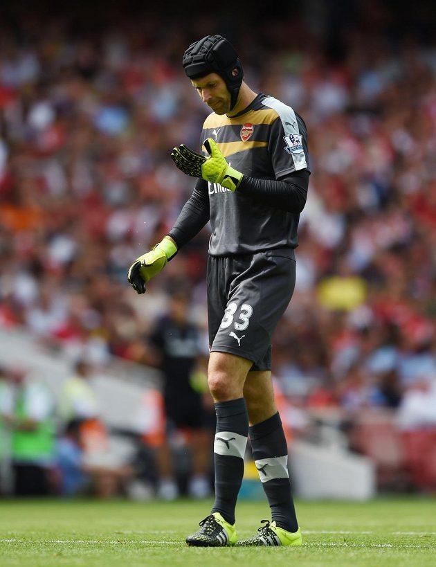 První ligový duel se Petrovi Čechovi, stejně jako celému Arsenalu, nevydařil.