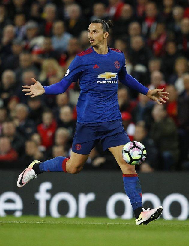Útočník Manchesteru United Zlatan Ibrahimovic žádá od spoluhráčů větší nabídku.