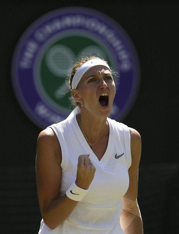 Skvělé. Dvojnásobná šampionka Petra Kvitová je po výhře nad Kristinou Mladenovicovou z Francie 7:5, 6:2 po čtyřech letech ve 3. kole tenisového Wimbledonu.