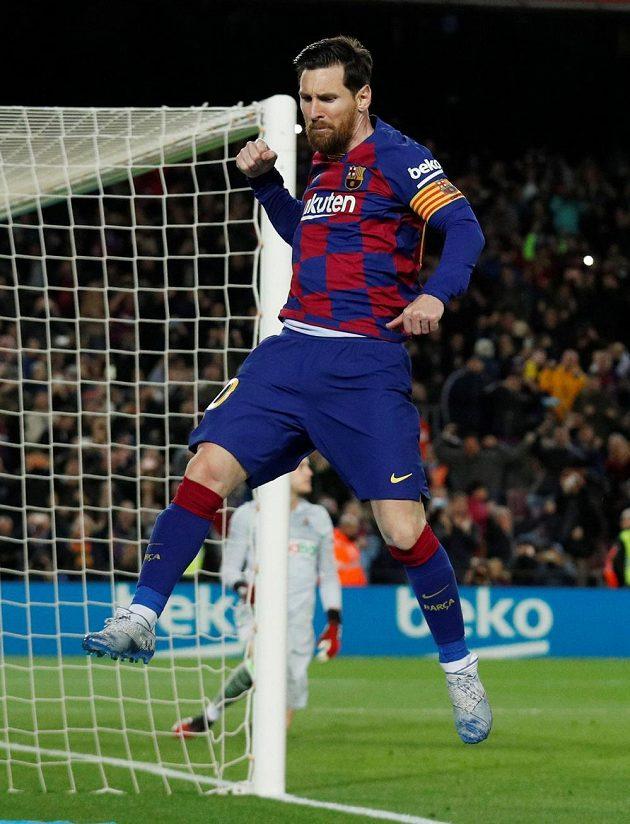 Lionel Messi se raduje z proměněné penalty, kterou rozhodl o výhře Barcelony nad San Sebastianem.