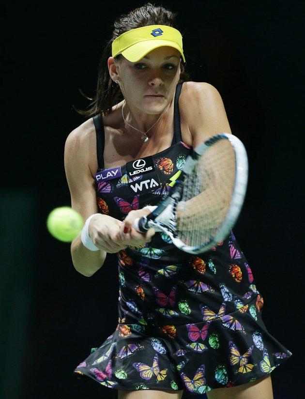 Polská tenistka Agnieszka Radwaňská bojuje v zápase s Petrou Kvitovou na Turnaji mistryň.