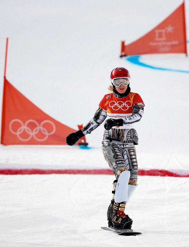 Ester Ledecká v cíli první jízdy kvalifikace paralelního obřího slalomu na ZOH v Pchjončchangu.