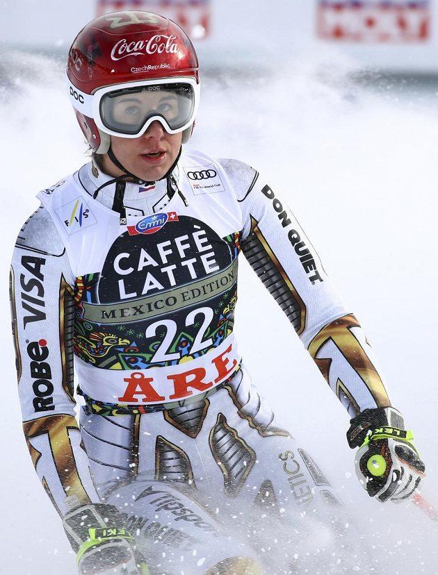 Ester Ledecká v cíli závodu ve sjezdu SP ve švédském Aare.